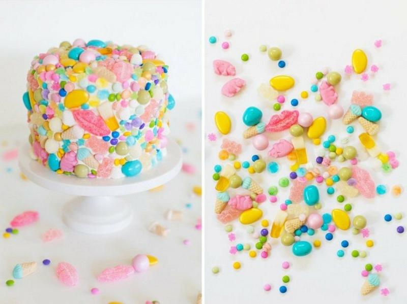 Torte mit Süßigkeiten verzieren