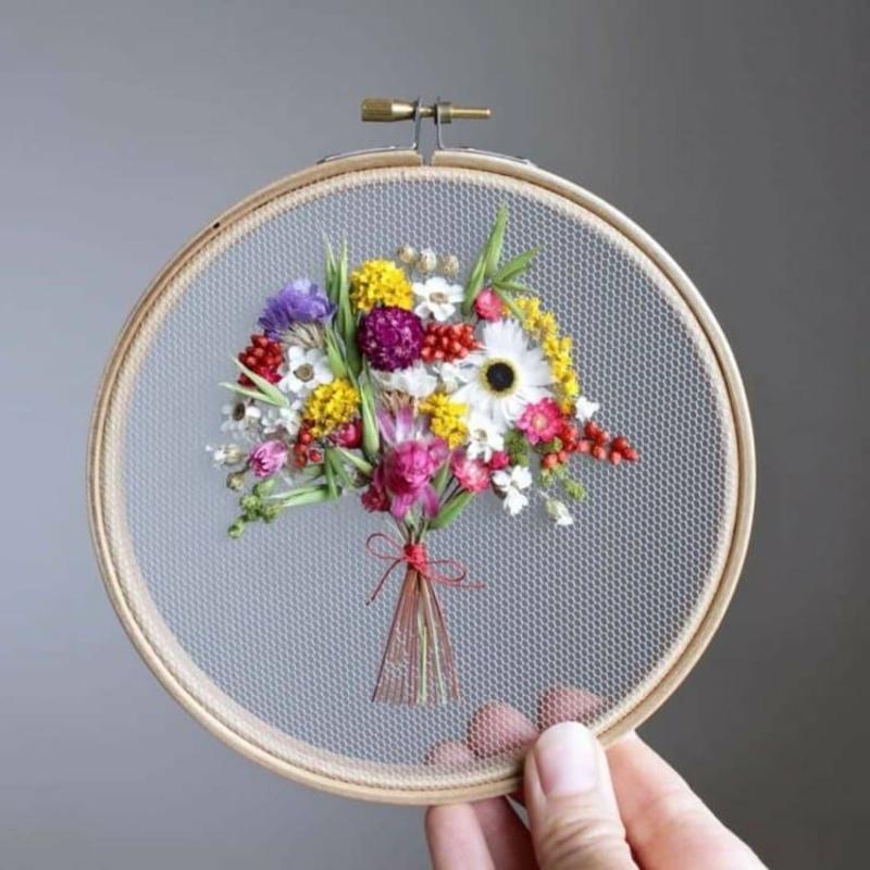 Stickrahmen Deko Frühlingsstrauß frische Blumen