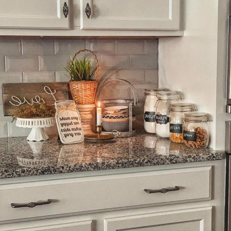 Küche dekorieren Tipps Pflanzen Kerzen Einmachgläser