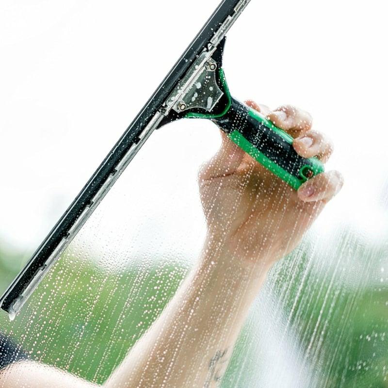 Fenster putzen praktische Tipps