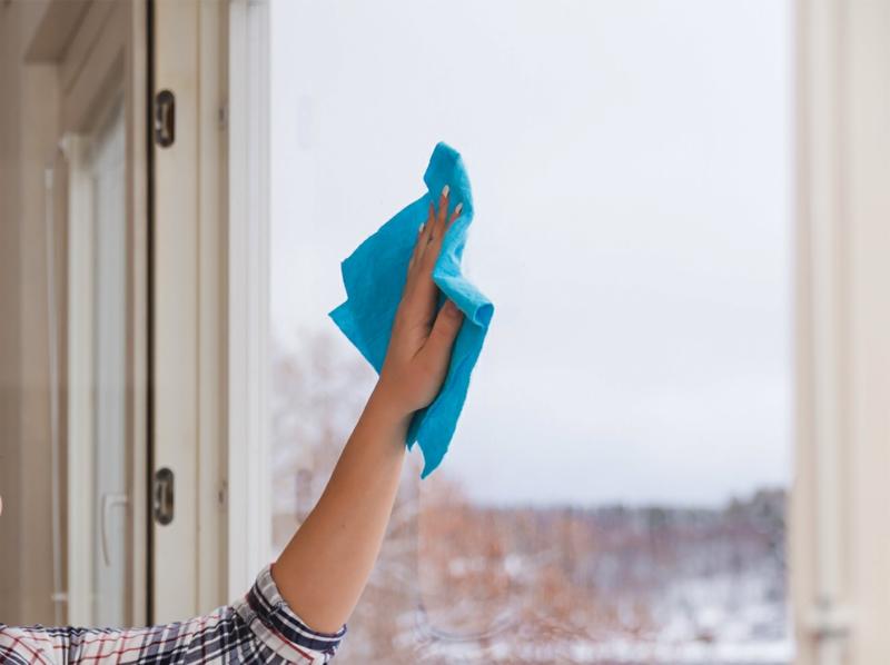 Fenster putzen streifenfrei wie geht es