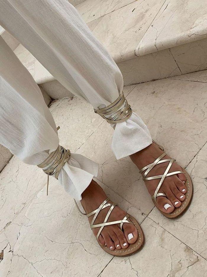 Trend von Influencer - Fußnägel lackieren in Weiß