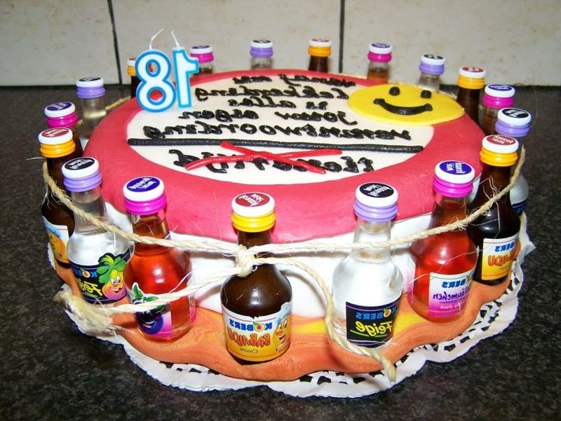 Torte 18. Geburtstag lustig dekorieren Flaschen