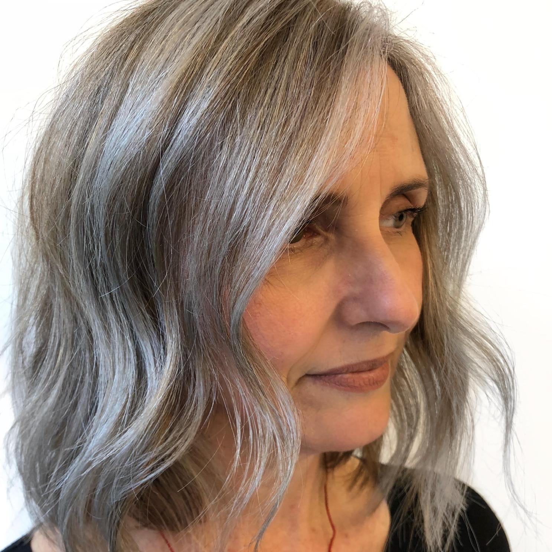 Haare färben im Alter