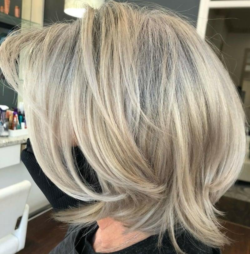 Graue Haare mit Strähnchen aufpeppen Babylights