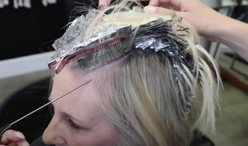 Graue Haare mit Strähnchen aufpeppen Foilyage