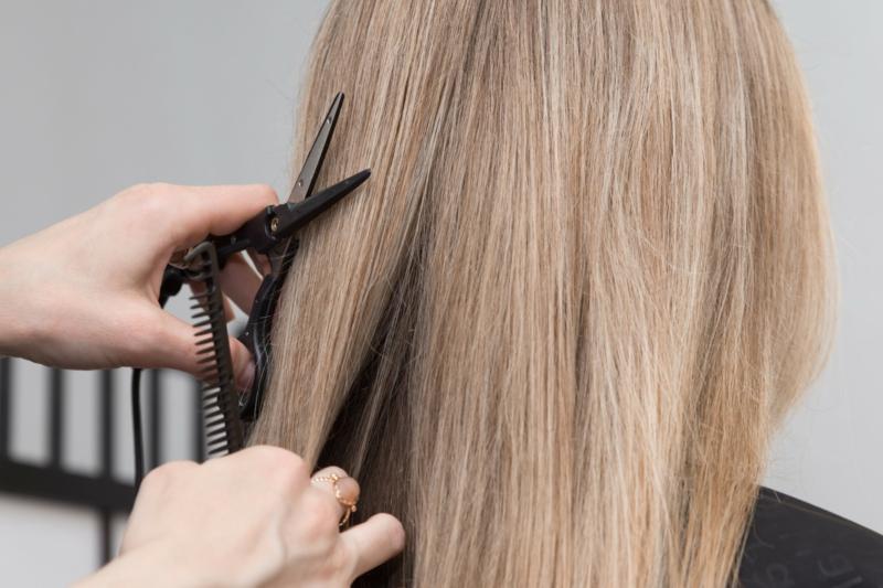 Spliss bekämpfen Haarenden abschneiden