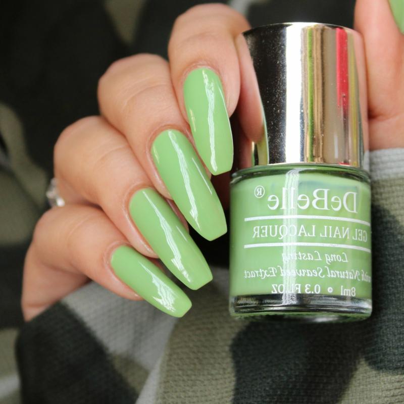 moderne Nagelfarben 2021 pastelliges Grün