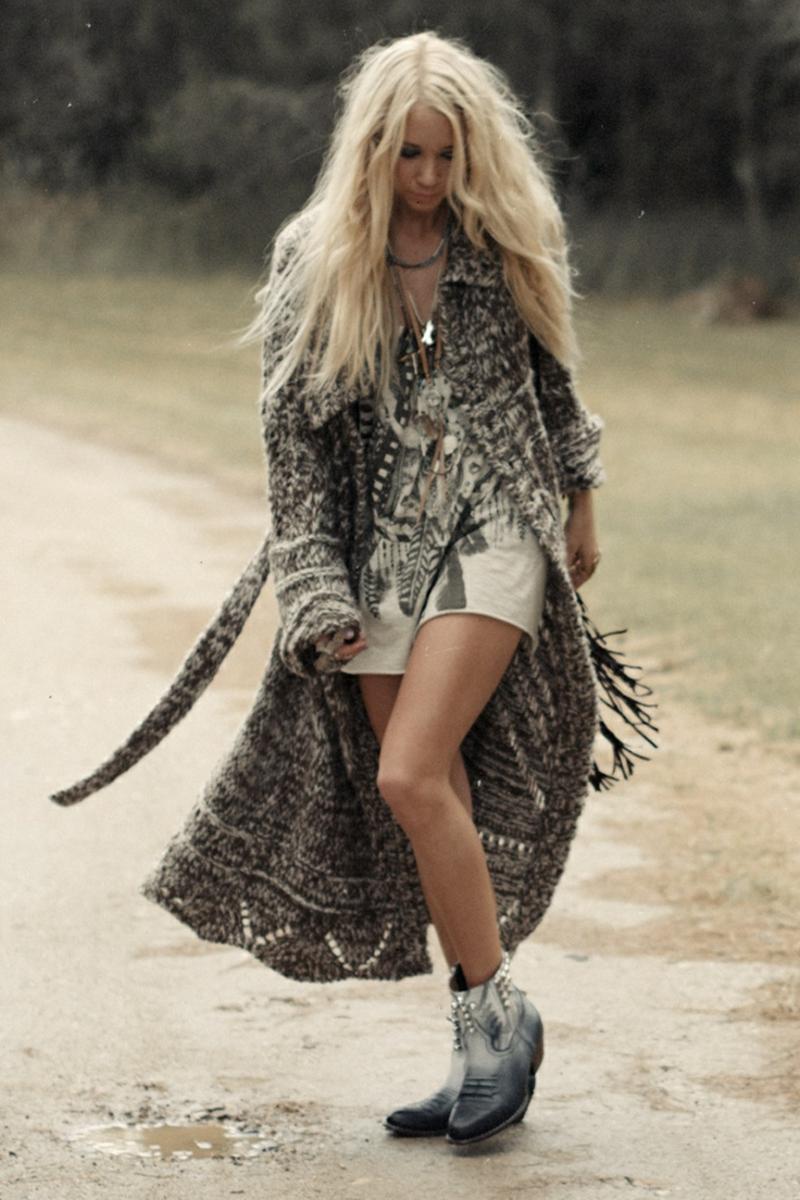 Hippie Stil Kleidung mit Ethno-Motive