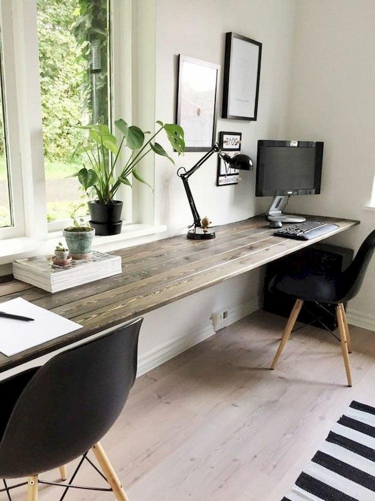 Schreibtisch aus Holzbrettern selber machen