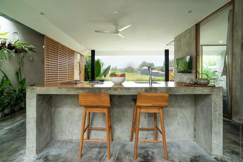 Bartheke Beton Stühle Holz elegant
