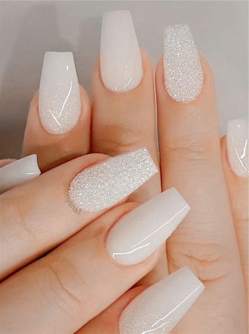 weiße Braut Nägel mit Glitzer