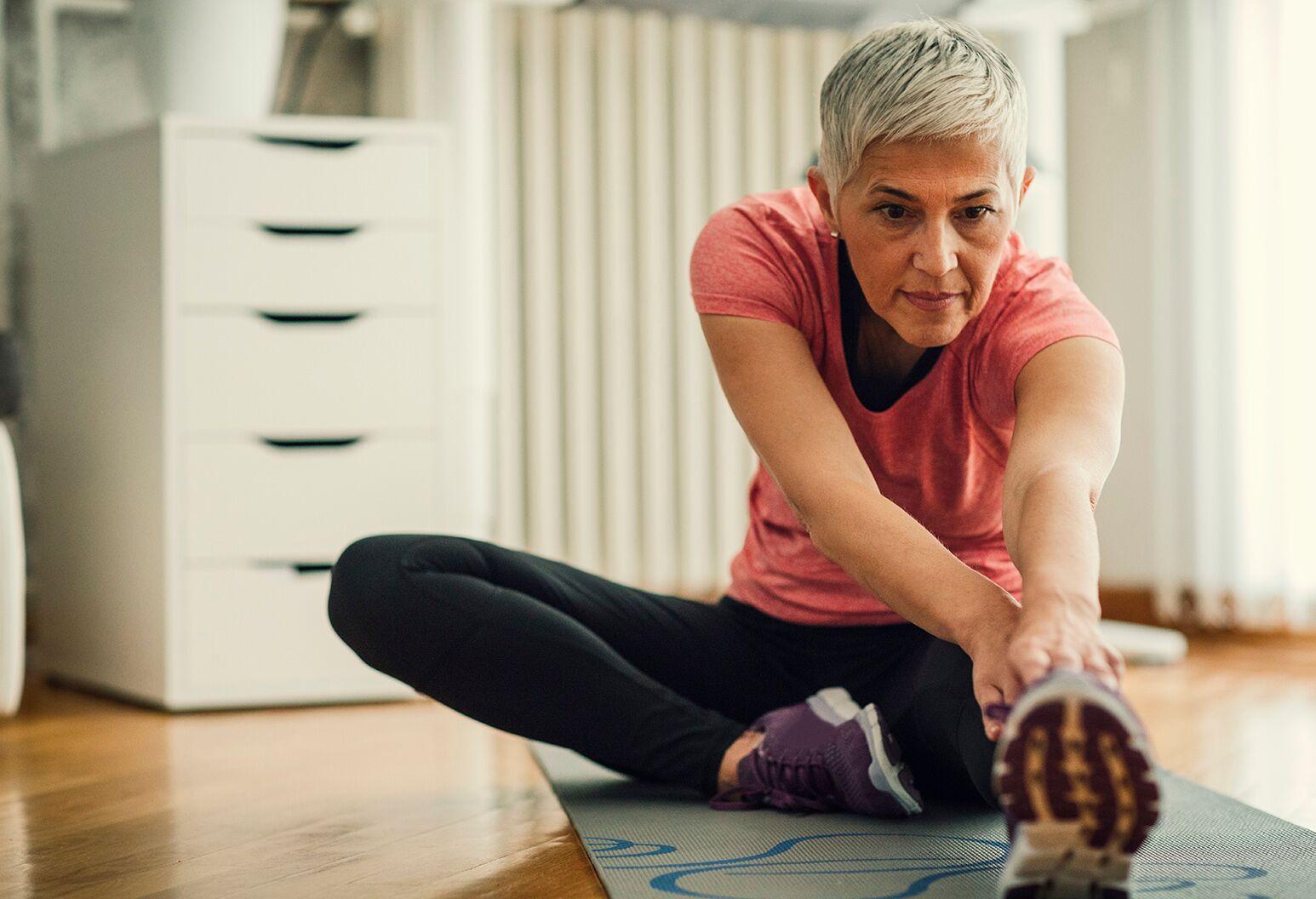 Bauch weg Übungen ab 50 die Muskeln aufwärmen