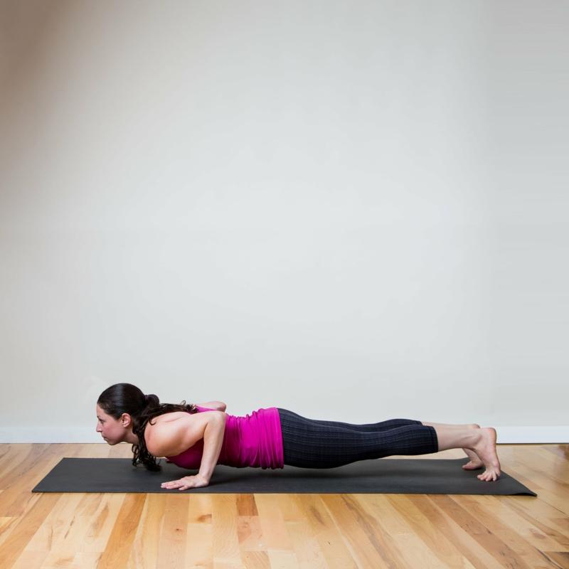 Trizeps Training für Frauen Plank Position