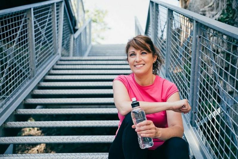 nach Sport genug Wasser trinken