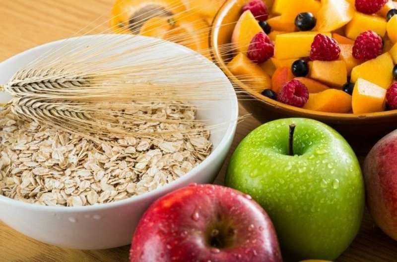 Müsli mit Früchten gesundes Frühstück
