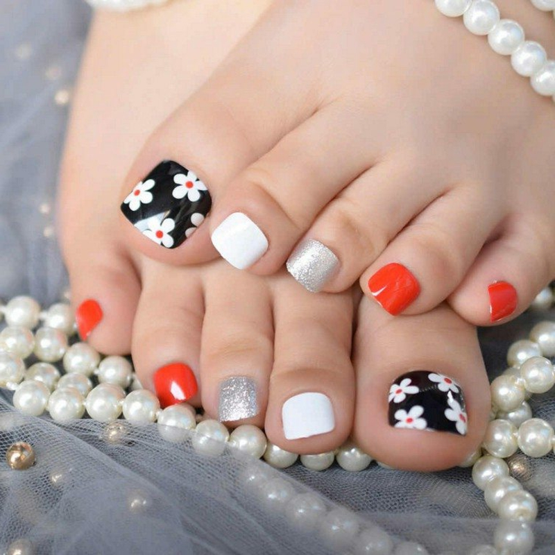 Fußnageldesign Blumen herrlicher Look