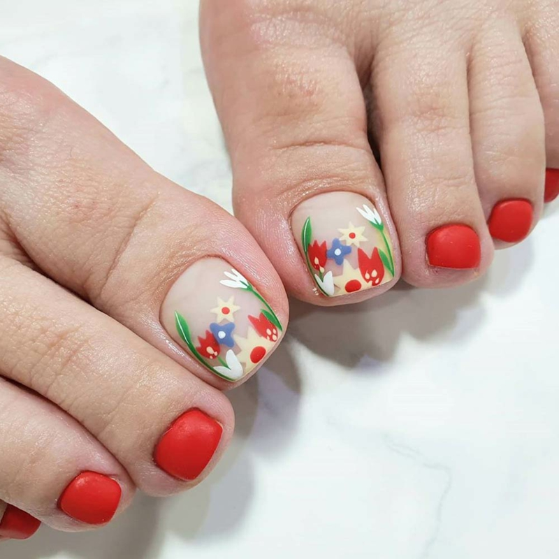 Fußnägel lackieren Blumenmuster
