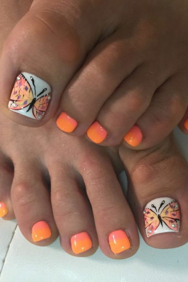 Fußnageldesign mit Schmetterlingen