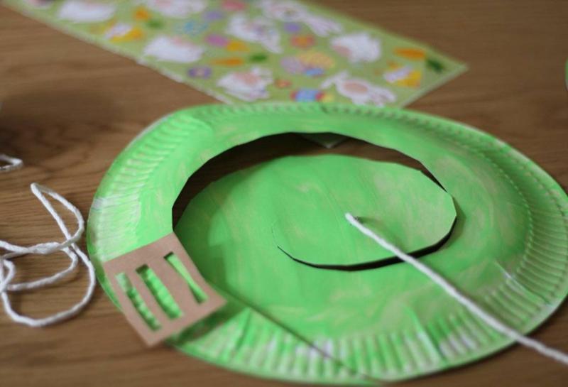 Spirale grün färben und aufhängen