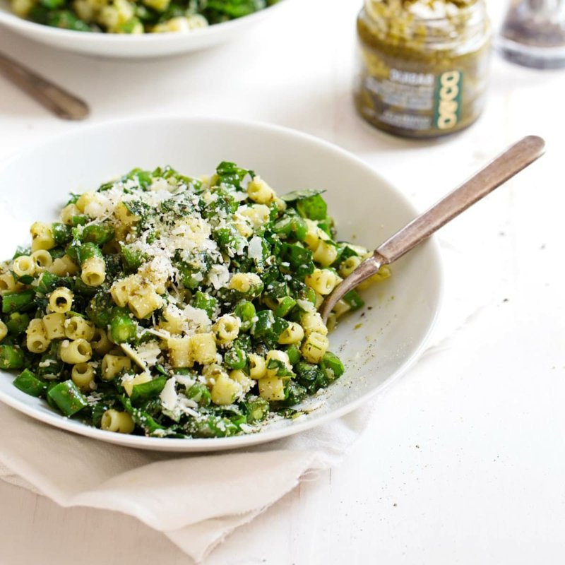 einfaches Essen für heiße Tage grüner Pasta Salat