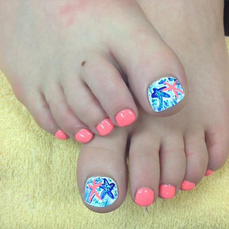 Fußnägel lackieren sommerliche Motive Meer