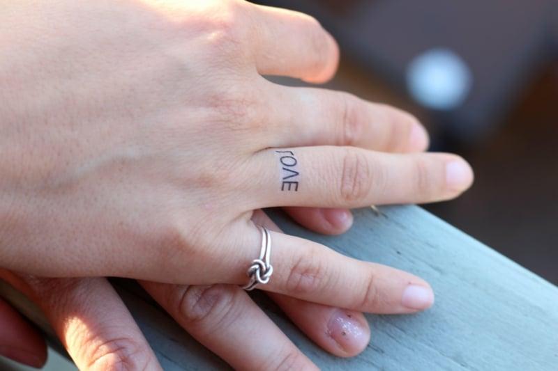 Eheringe Tattoo Wort Liebe toll