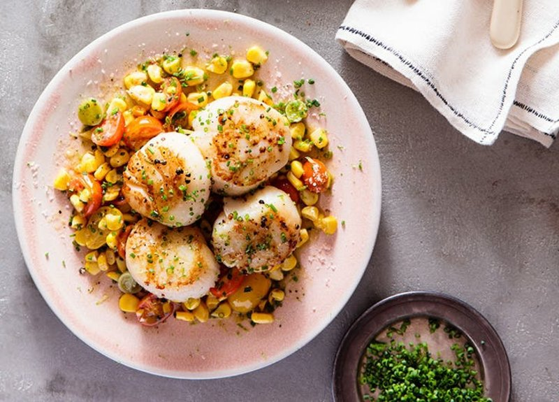 leckerer Salat mit Mozzarellakugeln