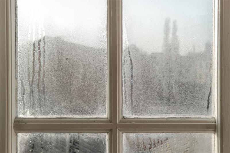 schmutzige Fensterscheibe