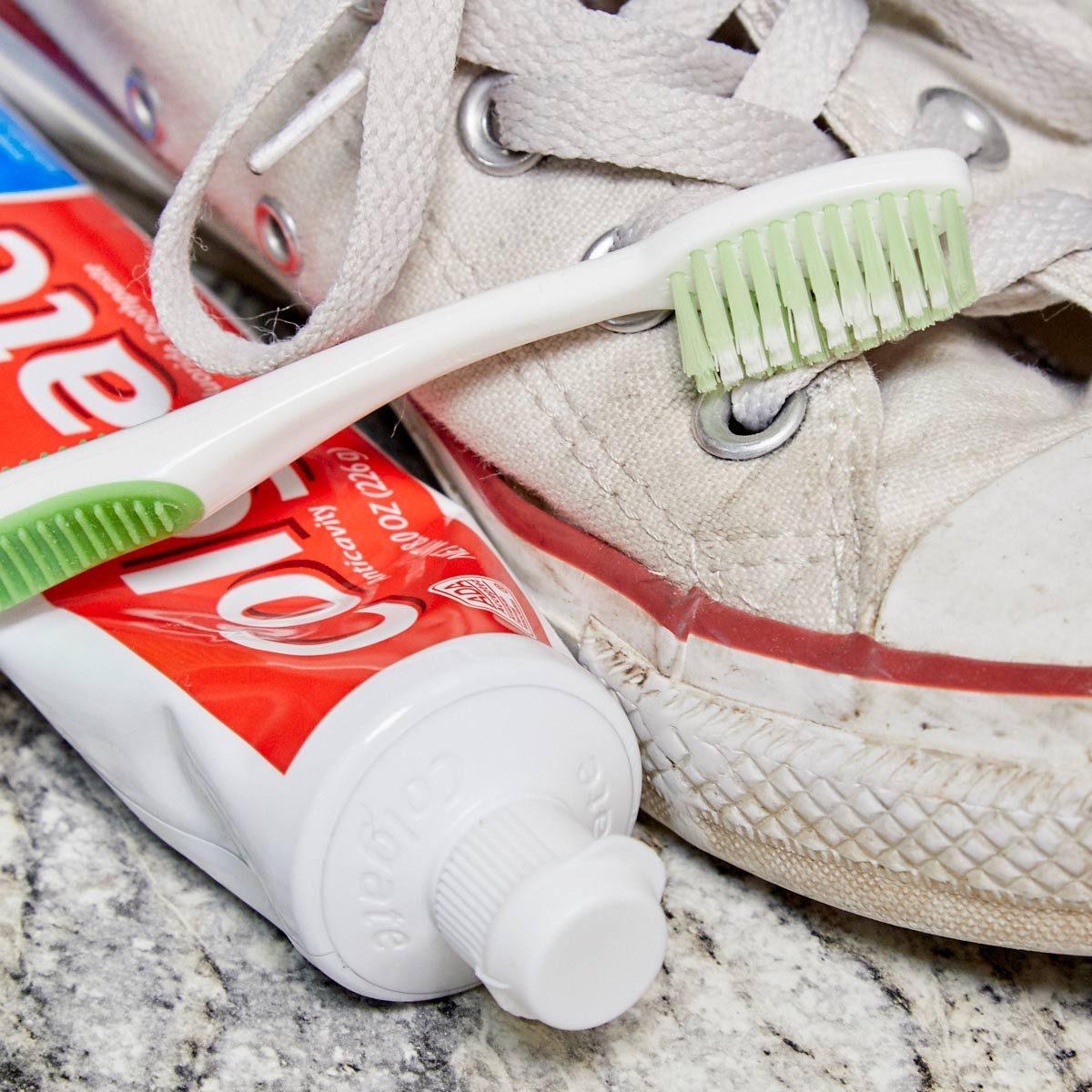Schuhe reparieren und reinigen: die alten Lieblingsschuhe fit für den Sommer machen