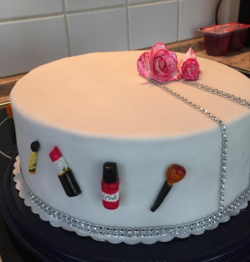 Torte 18. Geburtstag eleganter Look Mädchen