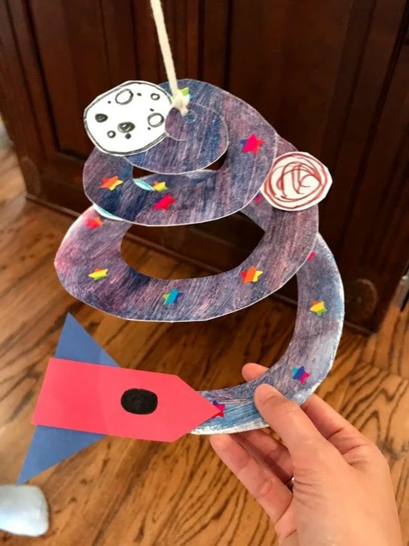 Spiralen aus Pappteller Weltraum Weltraumschiff