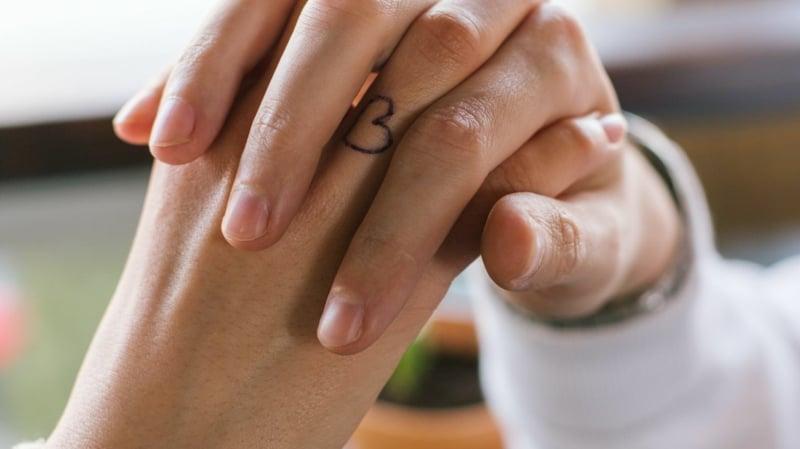 schöne Tattoos für Ehepartner Herz