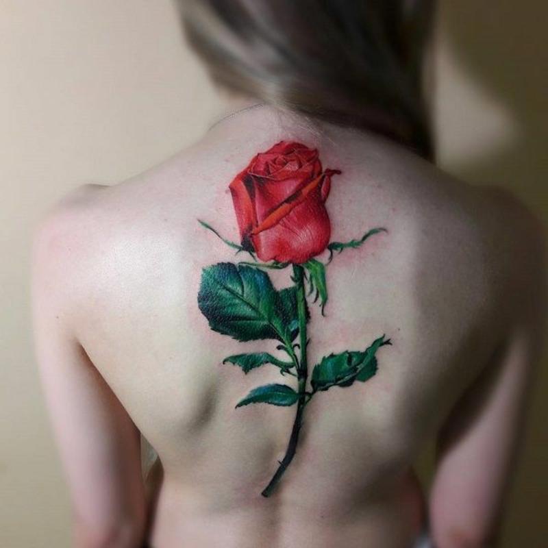 3D Tattoos für Damen auf dem Rücken