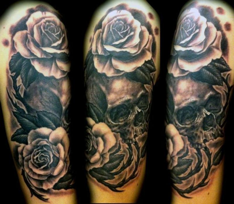 Tattooideen originell Totenkopf mit Rosen