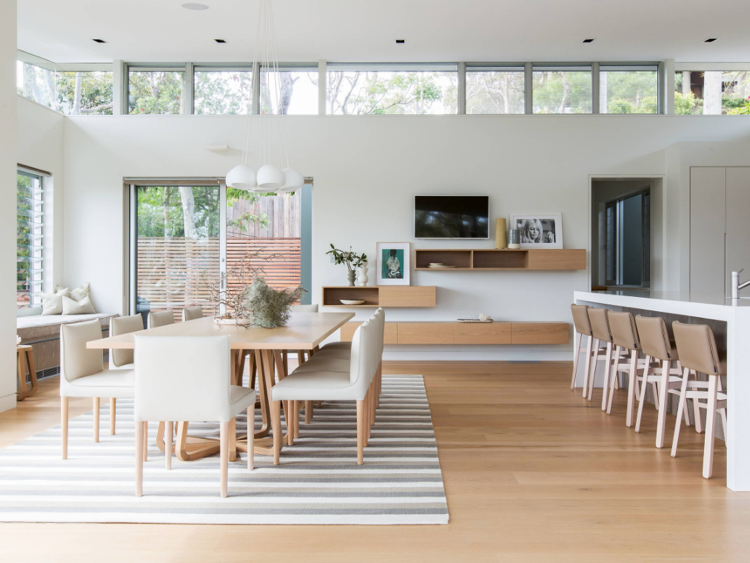 langes Esstisch weiße Stühle super elegant