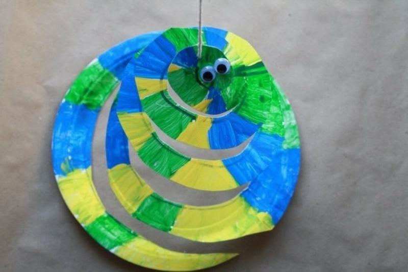 Spiralen aus Pappteller originelle Schlange
