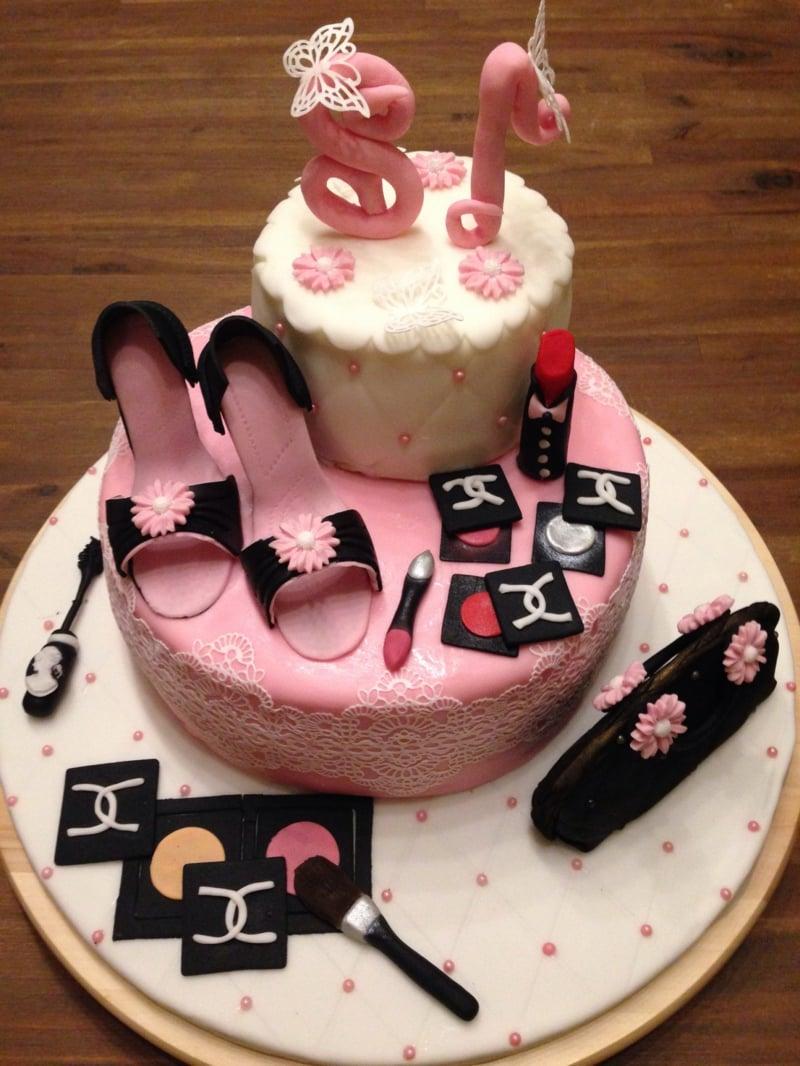 Torte für Mädchen mit Fondant dekorieren