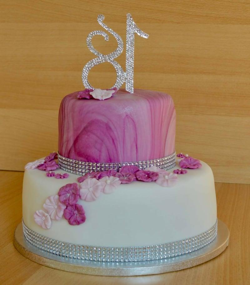 Torte 18. Geburtstag rosa mit Blumen