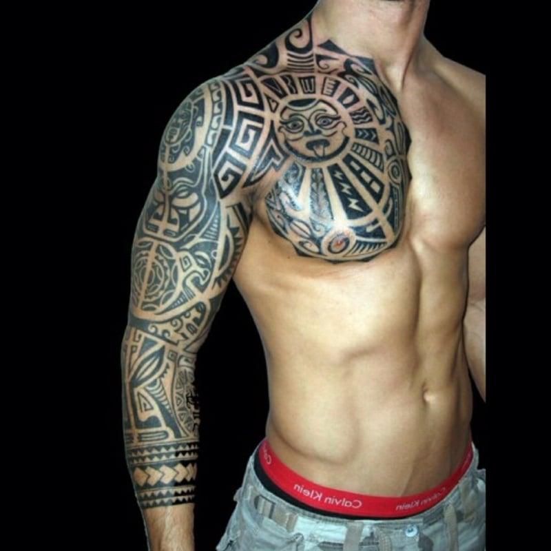Mann Tribal Tattoo Brust Ärmel