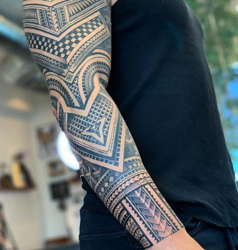 Sleeve Tattoo Tribal Motive Mann