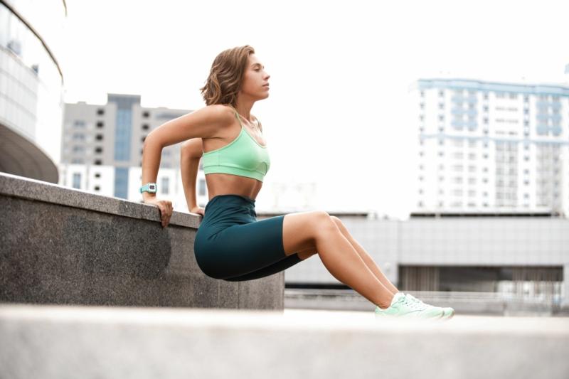 Trizeps Übungen Frauen ohne Geräte