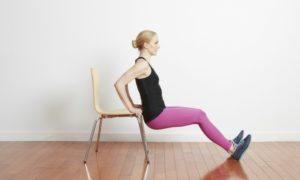 Trizeps Training ür Frauen zu Hause Stuhl