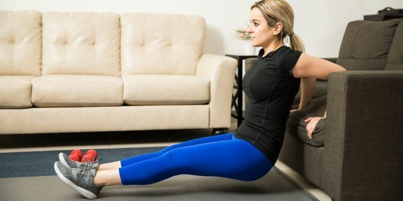Trizeps Training für Frauen zu Hause ohne Geräte
