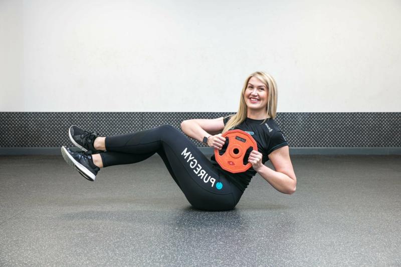 Übungen für den Bauch mit Gewicht