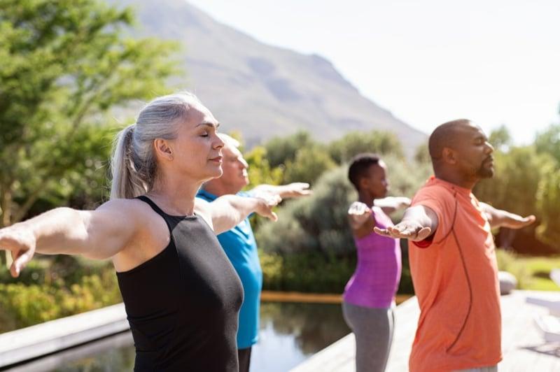 Bauch weg Übungen ab 50 in Gruppe