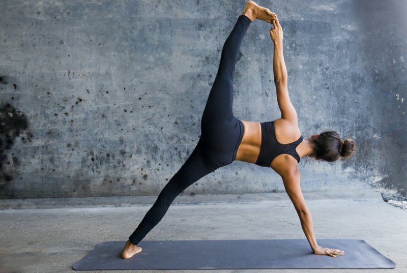 leichte Yoga Übungen für Anfänger