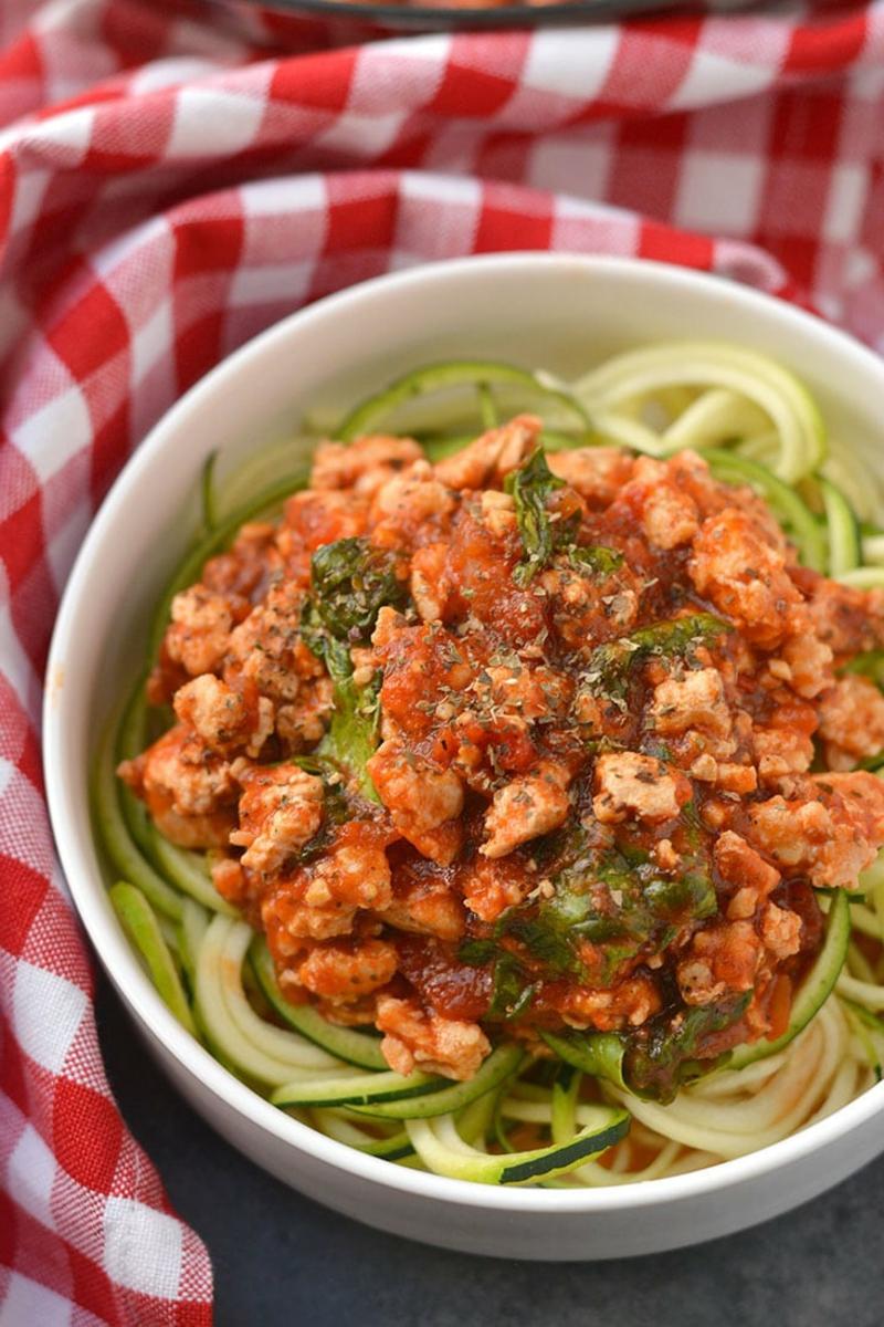 gesunde Zucchini Nudeln mit Fleisch