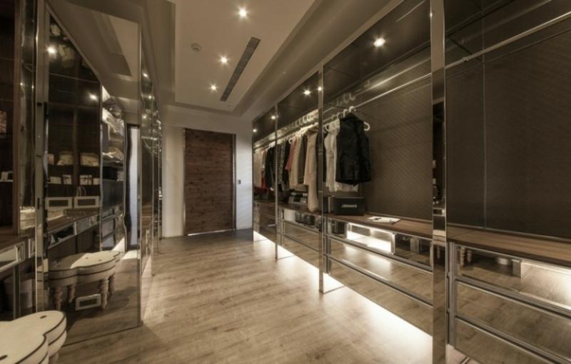 Ankleideraum modern Spiegeloberflächen