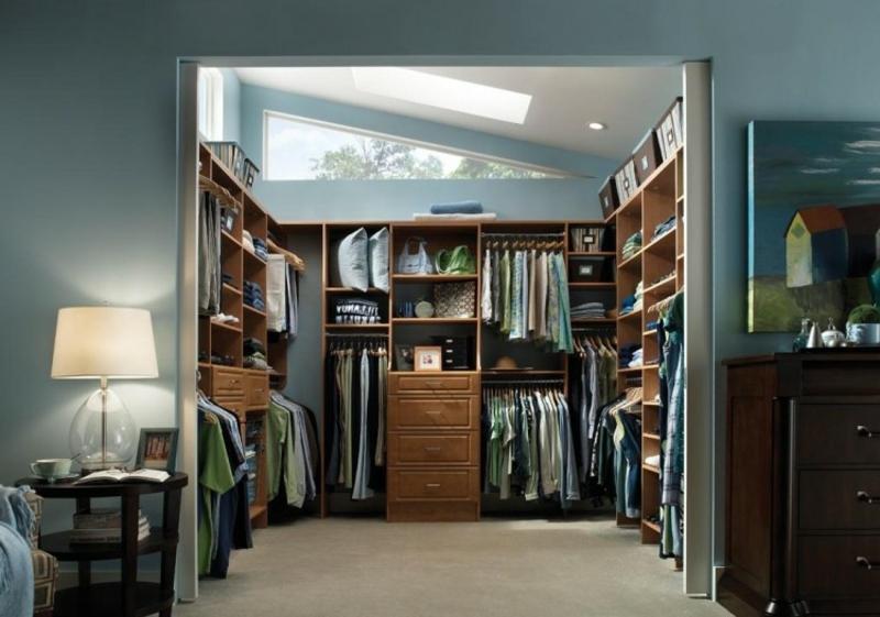 Ankleidezimmer DIY Raum mit Dachschräge